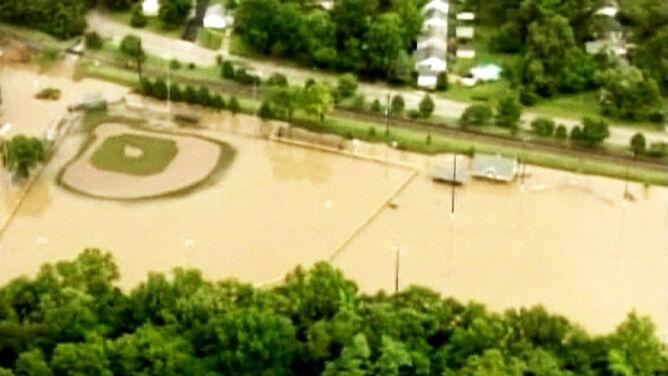 Boisko zamienione w basen. Ulewy w USA