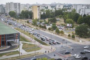 Zielona fala w al. KEN. Nowa organizacja ruchu na 10 skrzyżowaniach