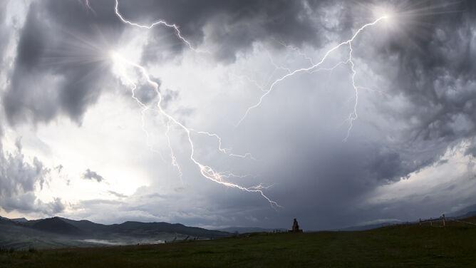 Silne burze, deszcz, a nawet grad. <br />Z zachodu nadciąga niż