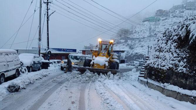 Atak zimy na północy Indii. <br />Kilkaset dróg zablokowanych