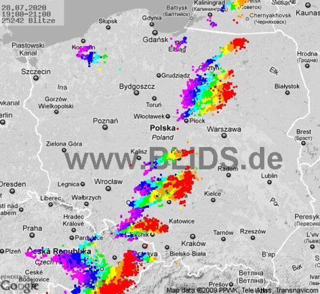 Ścieżka przechodzenia burz nad Polską w godzinach 19-21 (blids.de)