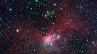 Kosmos stale emituje tajemnicze podczerwone światło. Już wiadomo, skąd ono pochodzi