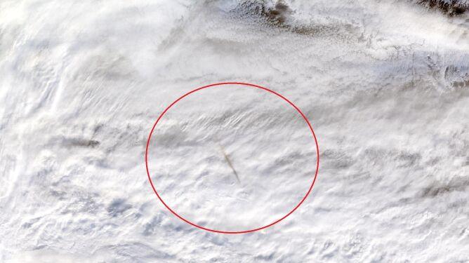Tak wyglądał meteor na zdjęciach satelitarnych (NASA Worldview)